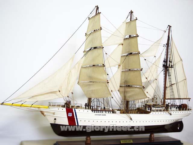 鹰号是一艘三桅快帆船